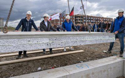 Bouw Hart van de Waalsprong blok Alver en Crevas gestart met het leggen van de eerste vloerplaat